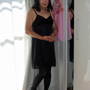 黒のスリップ・室内セルフフォト(2)