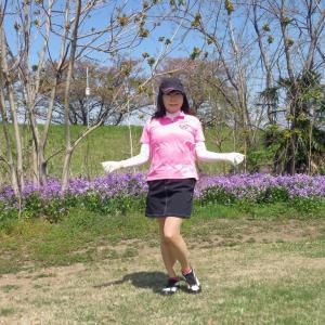 ピンクのポロシャツに黒のミニスカ・ゴルフ(3)