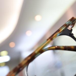 アナタをちょっと素敵にするメガネ。