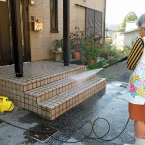 玄関入口タイル目地の高圧洗浄