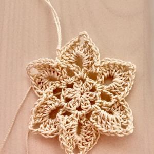 編み物教室 かぎ針編みレース糸で立体感のあるモチーフ
