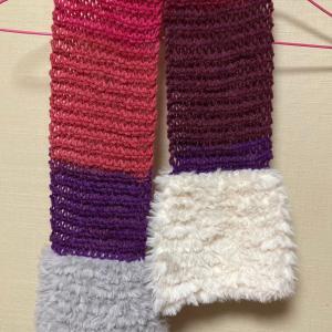 編み物教室 色鮮やか、素材の違うマフラー