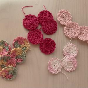編み物教室 小さなモチーフたくさん編んでいます