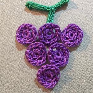 編み物教室 ぶどうブローチ