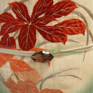 刺しゅうたっぷり秋草丸文の絽の付け帯