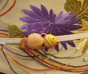 菊の刺しゅうのアンティーク帯