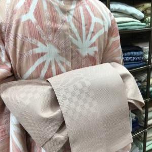 ピンクの麻の葉の浴衣のコーディネート