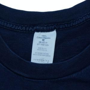 no print T-shirt × denim pants