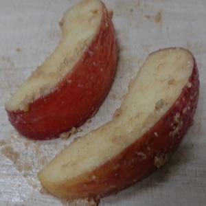 リンゴをぬか漬けにしてみました 果たして旨いのか?