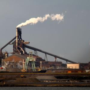 鉄鋼大手が揃って資産売却されています。