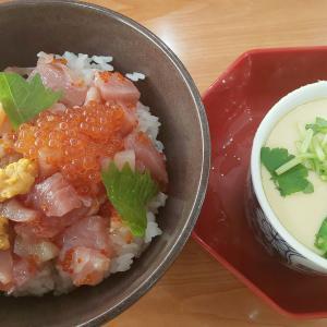 くら寿司の500円海鮮丼(・∀・)ノ