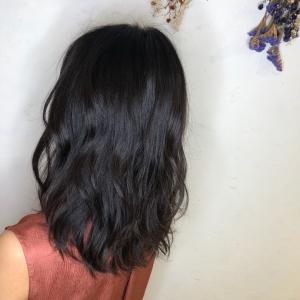 暗髪な艶髪美人