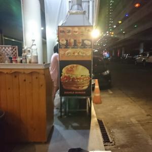 やっぱ旨い。ここのハンバーガー。