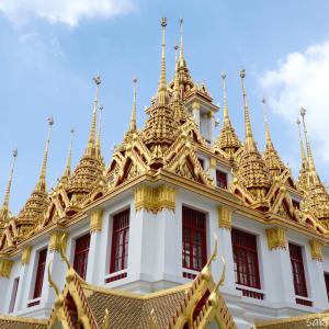 【ローハプラサート】ワット ラチャナダラム内37本の尖塔を持つ仏塔はライトアップも美しい!