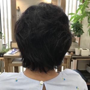 うねる癖毛を流れに変える