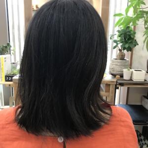 毛先を軽くしすぎるとハネちゃう髪型にしかならない
