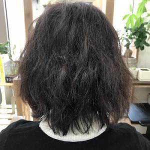 広がる髪をブローなしでどう抑える?