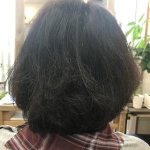 毛先がパサつくとまとまりがなくなる