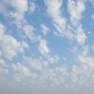 朝日が雲に隠れている時