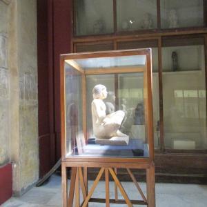 エジプト考古学博物館・幻想的だった書記の坐像