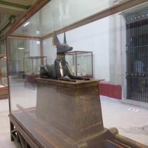 エジプト考古学博物館~厨子に乗ったアヌビス像~