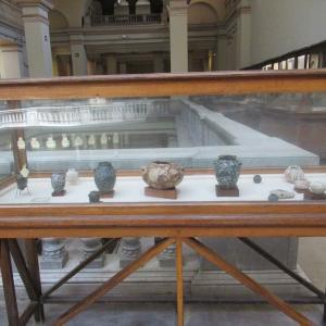 エジプト考古学博物館~ibとnwの形の壷と容器~
