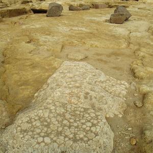 カフラーの葬祭殿の面白い石材とスロープみたいな場所