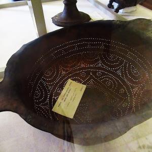 エジプト考古学博物館~お洒落なブロンズ製のこし器(コランダー)