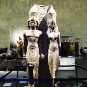 文明博物館~優美な姿のファラオと王妃の像~