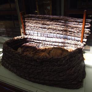 エジプト考古学博物館~幼子のミイラを納めたバスケットの棺と木箱~