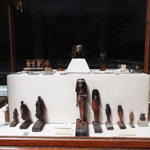 エジプト考古学博物館~2階踊り場の展示~