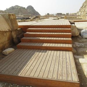 ギザのピラミッド~クフのピラミッド葬祭神殿に設置された新しい歩道~