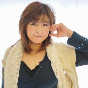 顔周りのレイヤーでエアリー感を出したミディアムヘア☆モデル:佐々木裕美