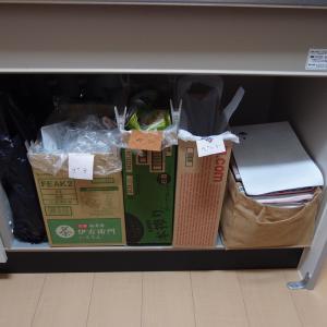 キッチンの観音扉を外しゴミを集約