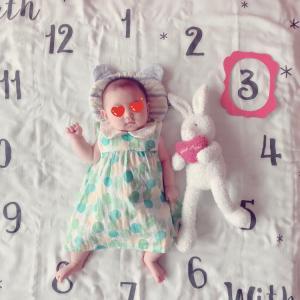 娘3ヶ月❤︎猫たちと記念撮影