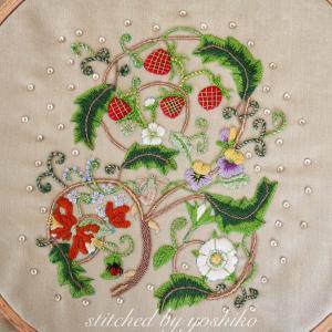 苺と花の刺繍