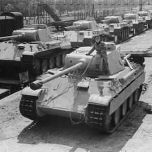 パンター戦車2台を地下室に