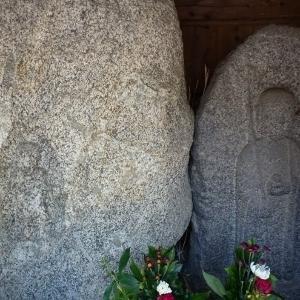当尾の石仏(11)「辻の地蔵菩薩と不動明王磨崖仏」