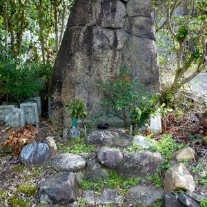 当尾の石仏(14)「ツジンドの焼け仏」