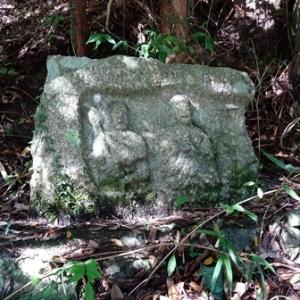 当尾の石仏(18)「浄瑠璃寺道三体磨崖仏」