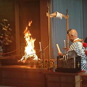 毎週第4日曜日は護摩焚きです。