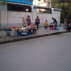 中国人生態研究:路上で飯を作る中国人の巻(Street Fighting Man_The Rolling Stones)