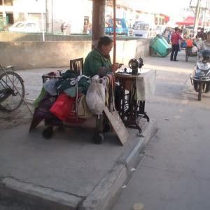中国人生態研究:路上商売をする中国人の巻(Road To Nowhere_Ozzy Osbourne)