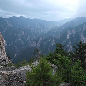 雪岳山(ソラクサン)国立公園は夏でも涼しい風景です