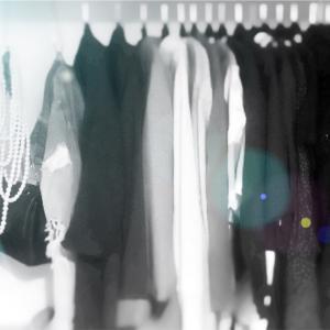 服を捨てる方法!あなたが洋服を手放すための16のチェックリスト