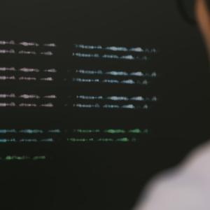 プログラミング素人が独学で一から始めてフリーランスで月20万円以上稼げるようになるまでどれくらかかる?