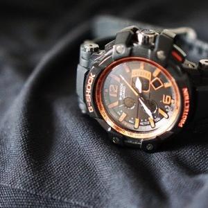 ワイ「Gショック(1万)買った!これで電車での腕時計マウントバトル回避や!」