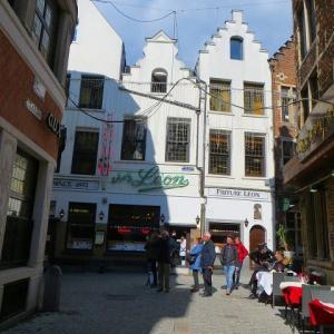 ブリュッセル レストラン シェ・レオン CHEZ LEON 創業1893年 グラン・プラスから直ぐ 写真付きのメニュー ムール貝 ビール