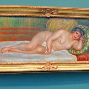 ルノワール 横たわる裸婦(ガブリエル)1906年 オランジュリー美術館 大きな裸婦 クッションにもたれる裸婦 1907年 オルセー美術館