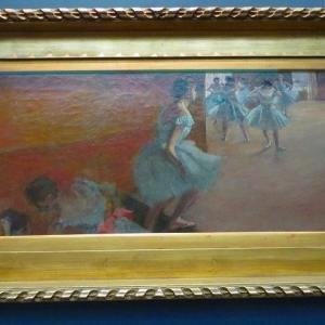 ドガ パリ オルセー美術館 踊り子たち 青い踊り子たち ダンス教室 エトワール 舞台の踊り子 バレエの踊り子の画家エドガー・ドガ・・・とは?